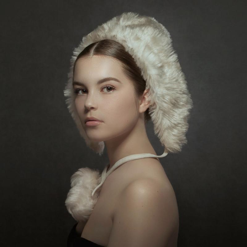 White woolen hat